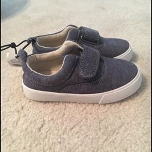 NWT gap chambray sneakers